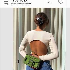 Supersnygg tröja som är öppen i ryggen, den är ribbad och ett tunt strechigt material, nypris 350 kr. Säljer pga den inte kommer till någon användning
