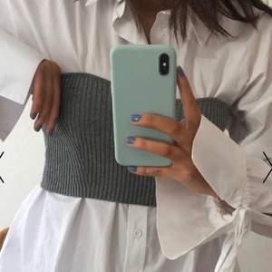 trendig topp att ha själv eller över en skjorta, super litet hål på baksida tänker inte på när man använder  ( första bilden är lånad från nakd ) buda gärna