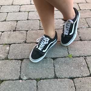 Vans skor i bra skick, storlek 39 och säljs för 500kr