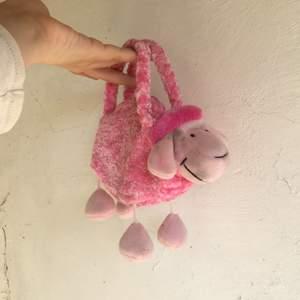 🐑 🐑 🐑 Rosa fluffig väska i form av ett får 🐑 🐑 🐑 Frakt 21 kr