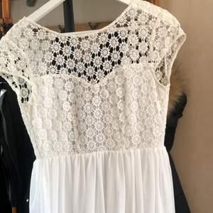 Jättefin klänning, endast använd fåtal gånger. Säljer för 100kr plus frakt