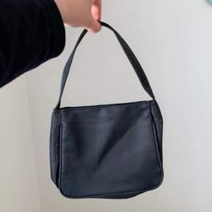 Söt mini väska, köpt på Humana. Tyvärr aldrig kommit till användning.