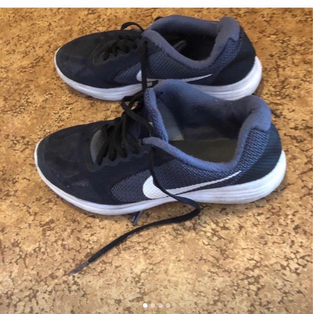 Nike skor i bra skick köpte de för 799kr. Köparen står för frakt . Skor.