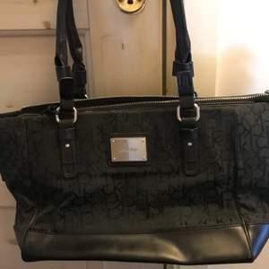 En väska från Calvin klein
