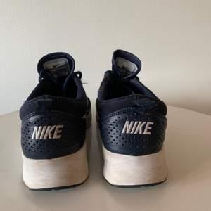 Snygga skor som är använts med fortfarande i fint skick! Storlek 41 men passar mig som har 39/40. Köpare står för frakt.