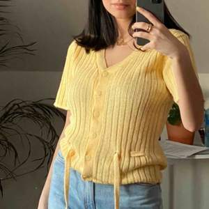 Världens finaste mjukt stickade tröjan!!!! Vintage vibbar!!!! Frakten kostar 63kr❤️ passar dom allra flesta storlekarna