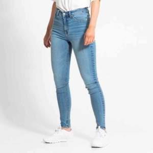 Ljusblåa jeans från lager 157 , köpta för 299kr modellen skinny. Väldigt stretchiga och höga i midjan.