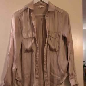 Beige silkesblus/skjorta, frakt tillkommer