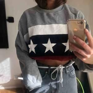 Mysig sweatshirt från pull n bear Frakt tillkommer :)