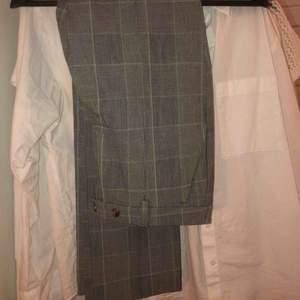 Grön/grå rutiga kostymbyxor ifrån mango, storlek 36, aldrig använda!