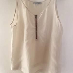 Jättefint linne från House of Dagmar i bomull och sidenblandning.