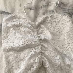 Jättefint spets linne från bikbok i storlek xs.bra kvalite men säljer pga att det aldrig kommer till användning. 70kr+frakt💕💘