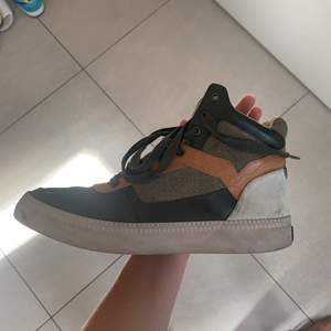 Höga Diesel skor som är köpta på Afound förra vintern. Använda mellan 7-10 gånger skulle jag tro!!