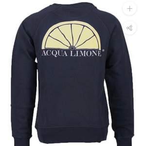 Säljer denna acqua limone tröja knappt använd, i färgen mörkblå. Frakten kostar 66kr och ingår ej i priset. Hör av er vid frågor