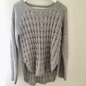 Perfekt grå stickad tröja till hösten