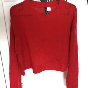 Säljer dessa tre stickade tröjor alla från hm. 50kr styck eller alla för 135kr