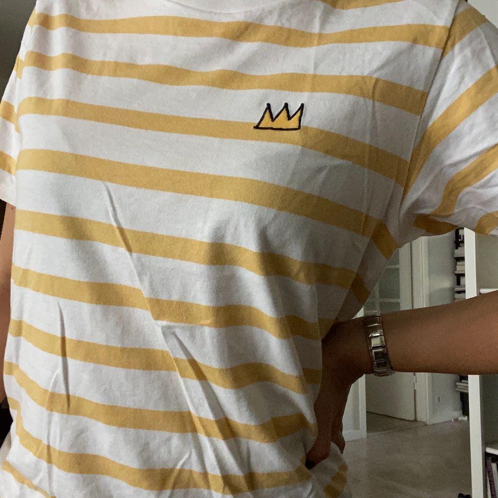 köparen står för frakt!!💜👼🏼. T-shirts.