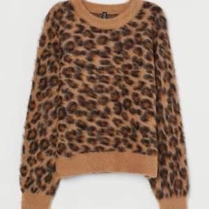 Hm leopard tröja. Väldigt skönt material. Storlek M. Nyskick