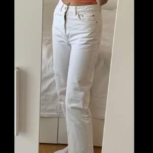 Vita weekday jeans. W 25 L28. Bilder från Lisa Linde💞💞