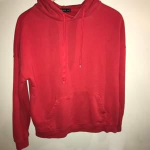 Röd hoodie fårn new yorker