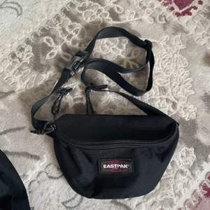 snygg eastpak väska. i bra skick :)) frakt ingår EJ