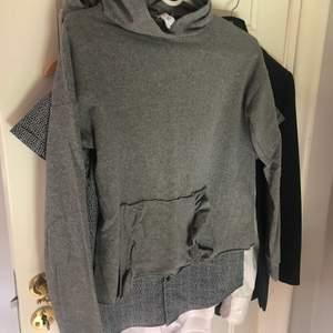 Tunnare hoodie från Nelly i strl XS, inte mycket använd