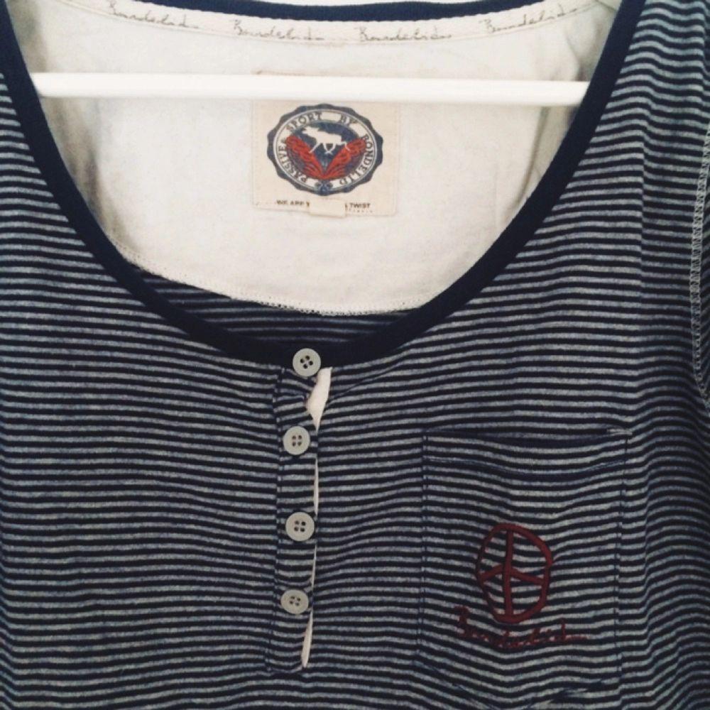 Skön tröja från Bondelid, köptes för 199kr, använd 1-2 gånger.. Toppar.