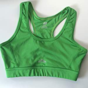 Grön sport-bh från hm  Sparsamt använd
