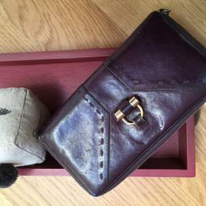 Yves Saint Laurent Muse wallet. Purple leather. Pre loved original YSL.