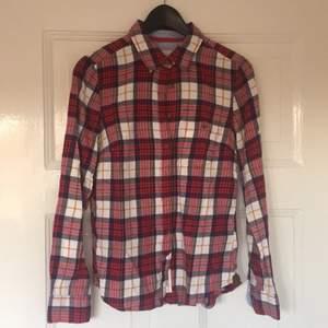 Skjorta från H&M. Nästan oanvänd.