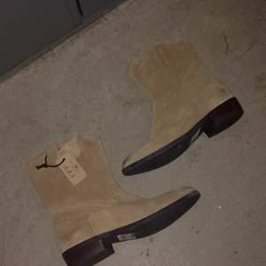 Helt nya vagabond skor. Köparen betalar frakt eller upphämtning i Upplands-Bro :)