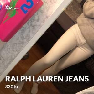 Hej! Säljer mina jeans från Raulph Lauren pågrund av att jag inte använder vita jeans, Aldrig använda helt nya storlek XS. Hör av er om ni är intresserade!😊