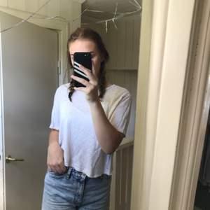 Vit tshirt från acne studios me lite längre ärmar