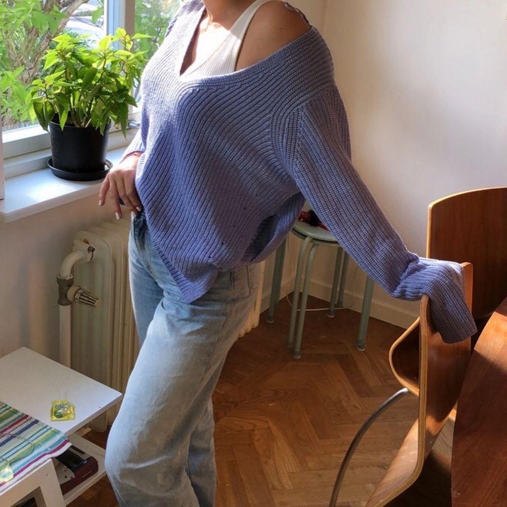 Säljer då den är för stor för mig. Är XS och tröjan är i M. Funkar ju på XS också då den är oversize o väldigt skön 💖😊. Stickat.