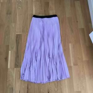 Jätte snygg plisserad kjol som passar till allt, använd 1 gång endast
