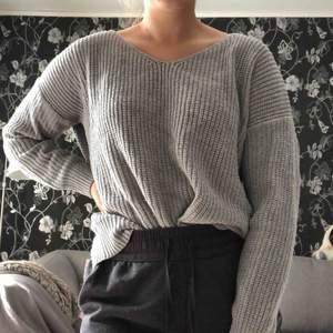 Superfin grå tröja från Dennis Maglic med en fin rygg. Säljer pga ej min stil. Köpare står för frakt