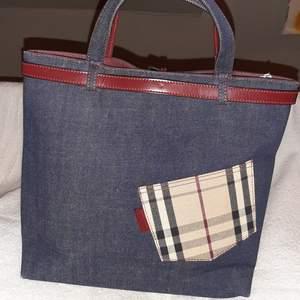 Äkta Burberry Bag Medium Haymarket Check Multicolor Red Leather Blue Denim Tote.. B12