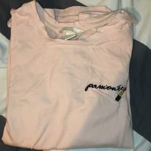 Söt tshirt, aldrig använd, 20kr + frakt/mötas i Malmö💗