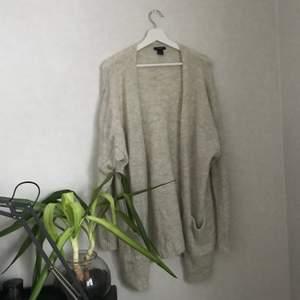 mysig stickad cardigan ifrån Lindex, använts fåtal gånger! köparen betalar för frakten!🤍