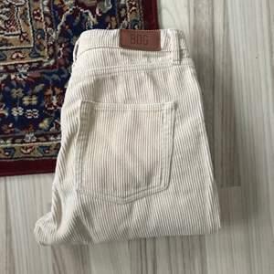 biegea corduroy byxor köpta på Urban Outfitters i sthlm! aldrig använda! nypris 845kr köparen betalar för frakten!