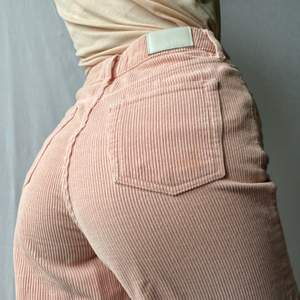 🌊 SUPER CUTE BABY LIGHT PINK WIDE LEG CORDUROY PANTS WITH FRAYED LEG HEM AND SILVER DETAILS - SIZE:W26/L32 - XS-S • BRAND - BDG (Urban Outfitters) • MATERIAL - Corduroy  MY MEASUREMENTS • Height 161cm / 5'3
