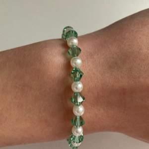 Justerbar armband med äkta swarovski kristaller🤍pris:49 kr + 12 kr frakt🤎