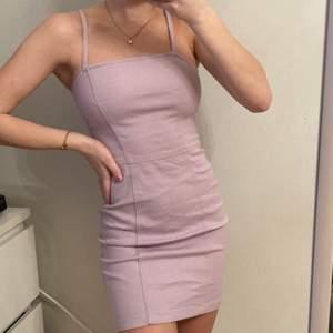 säljer denna superfina klänning ifrån HM!! Storlek 34 och sitter väldigt fint🥰 200 + frakt!