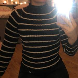 Randig stickad tröja från Gina tricot i storlek xs. Fint skick! Köparen står för frakten. Hör av dig om du har några frågor💗