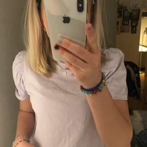 Säljer denna super söta tröja som är lila, från lager 157! Sparsamt använd så fint skick.