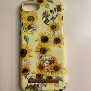 Säljer detta sommar skalet med solroser på ifrån IdealofSweden. Passar iPhone 6,7 och 8! Som nytt, inga skador⚡️ 120kr inkl frakt 🚚