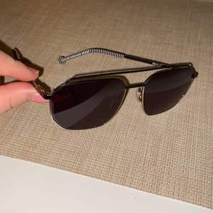 Nya kenzo solglasögon , nypris är 1995kr