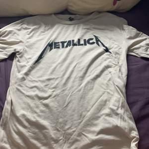 Fin Metallica tröja, lite nopprig på vissa ställen 💖