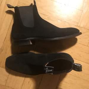 R.M Williams mocka sko stl 9 1/2. Som nya, använt fem gånger. Nypris 4990:-