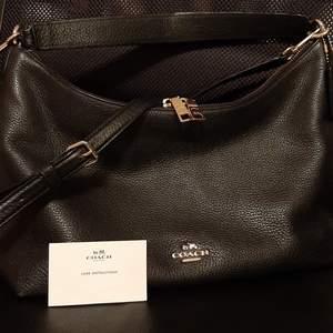 Äkta coach väska! Den är äkta , väska i leather svart mått B32xH20cm..#use like new
